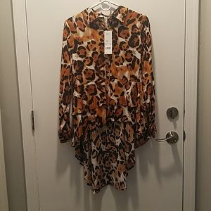 NWT hi/lo dramatic back blouse size small